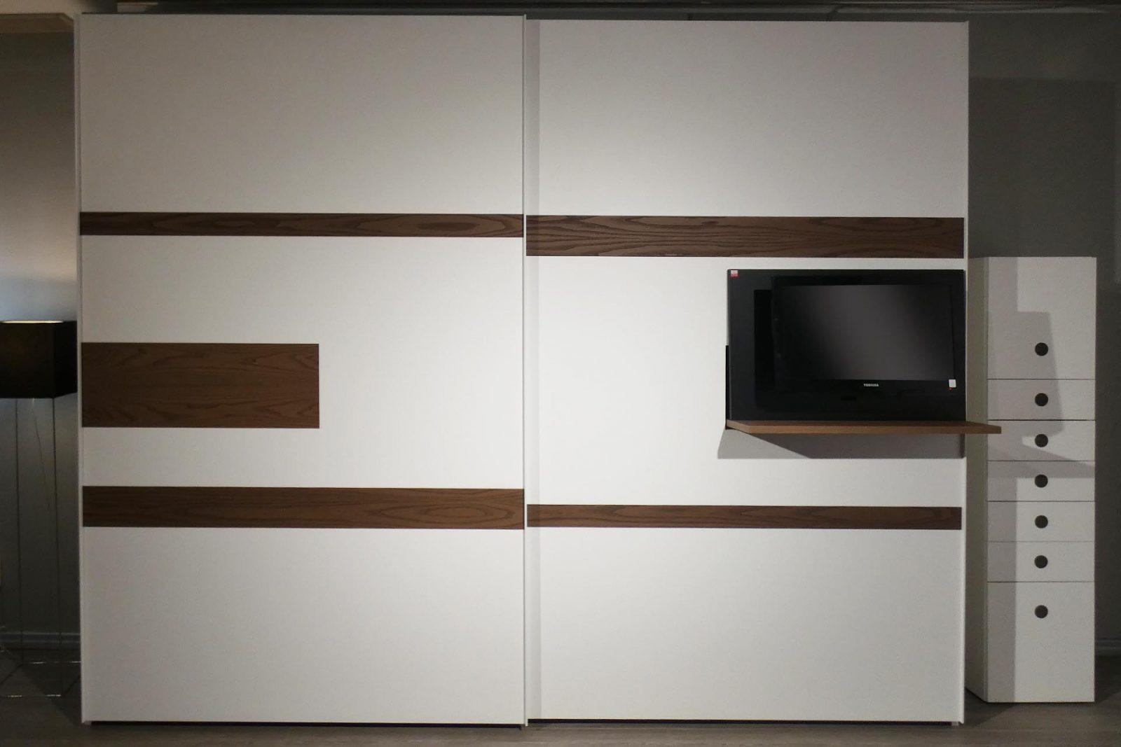 Armadio Con Porta Tv.Armadio Scorrevole Con Tv