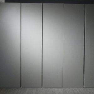 armadio battente grigio